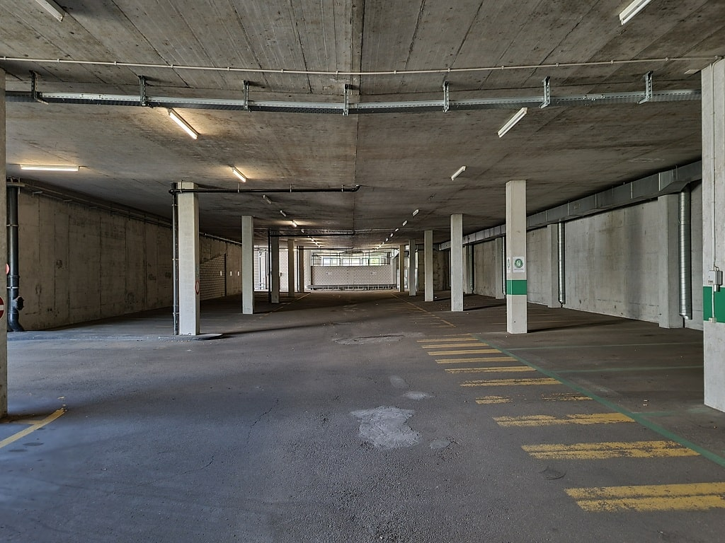 Parkhaus Parkplatz Duebendorf-min